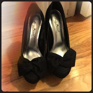 Black Bow Pumps